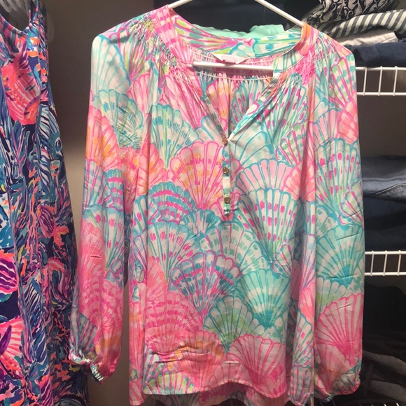 Lilly Pulitzer Tops - Lilly Pulitzer Size Medium Oh Shello Elsa blouse